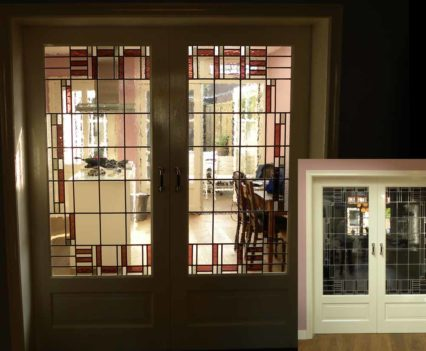 150x40cm (en suite deuren). 128x44cm (zijpanelen).