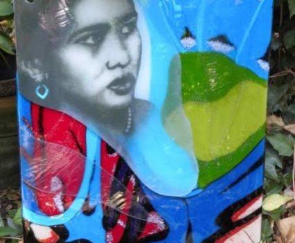 Glasatelier Anja, herinnering monument.