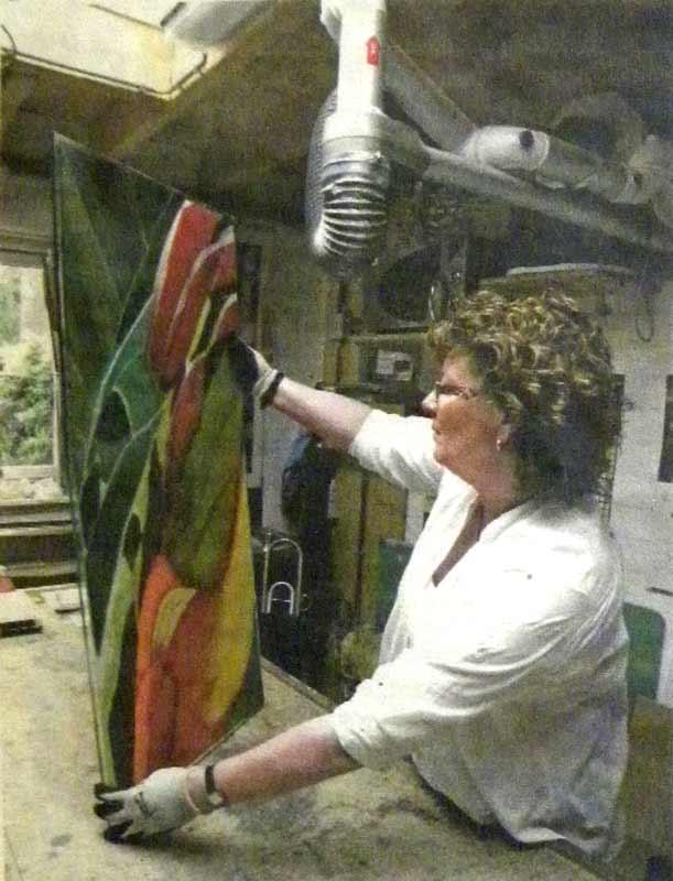 Anja in het glasatelier in Diessen